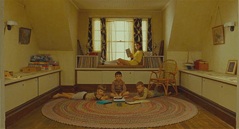Image du film Moonrise Kingdom par Wes Anderson, montrant l'attention à la composition du réalisateur